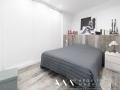 ideas-reformas-pisos-pequenos-decoracion-suelos-ceramicos-imitacion-madera-cabecero-dormitorio-01