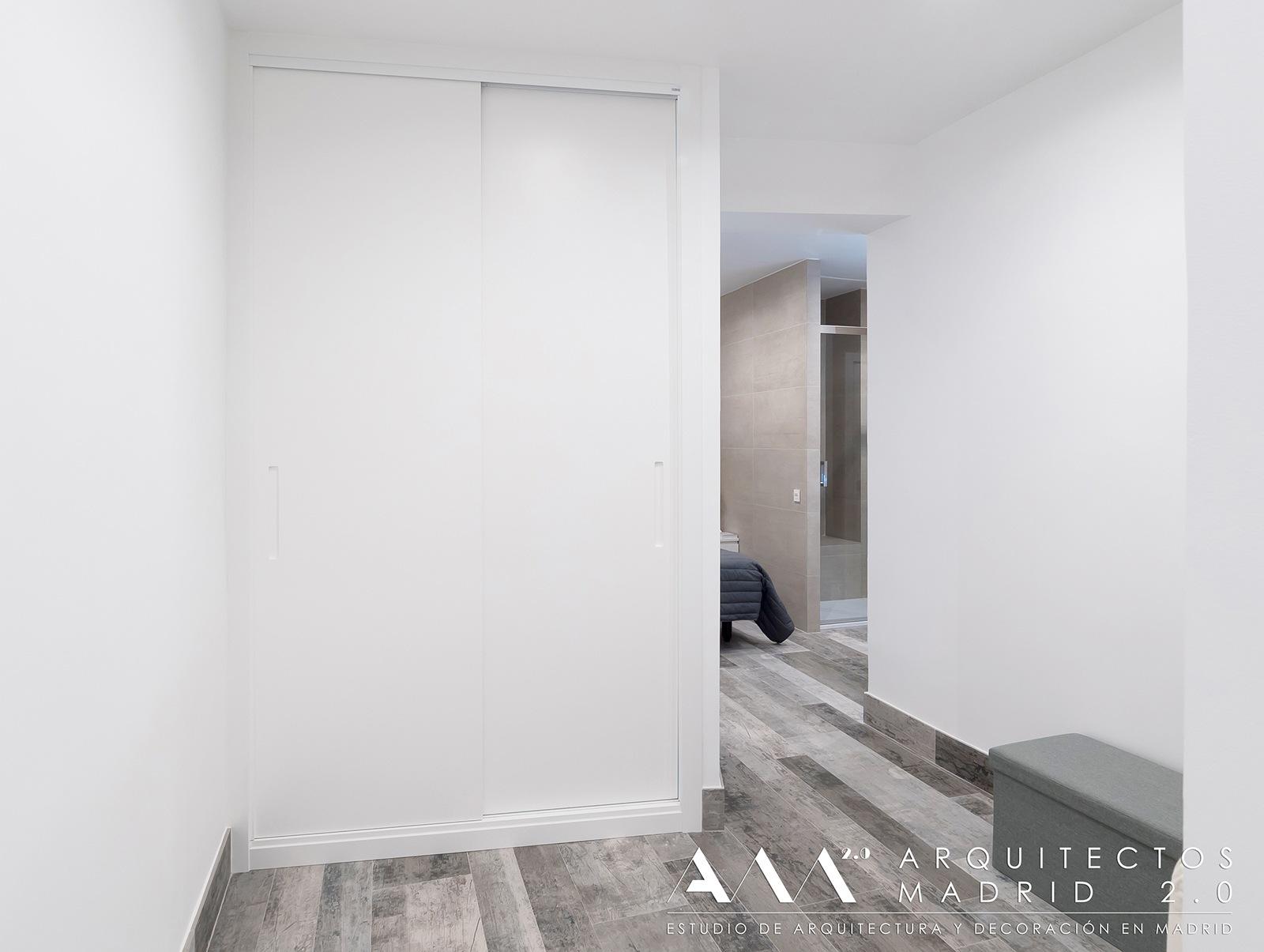 ideas-reformas-pisos-pequenos-viviendas-casas-decoracion-suelos-ceramicos-imitacion-madera-01