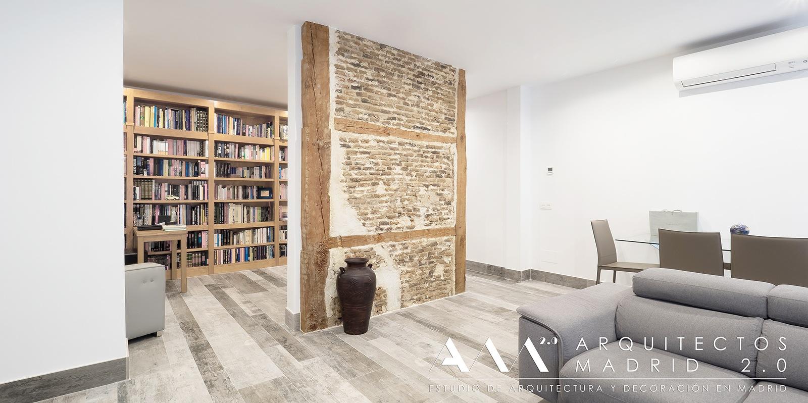 ideas-reformas-pisos-pequenos-viviendas-casas-muros-carga-ladrillo-madera-restaurados-salon-02