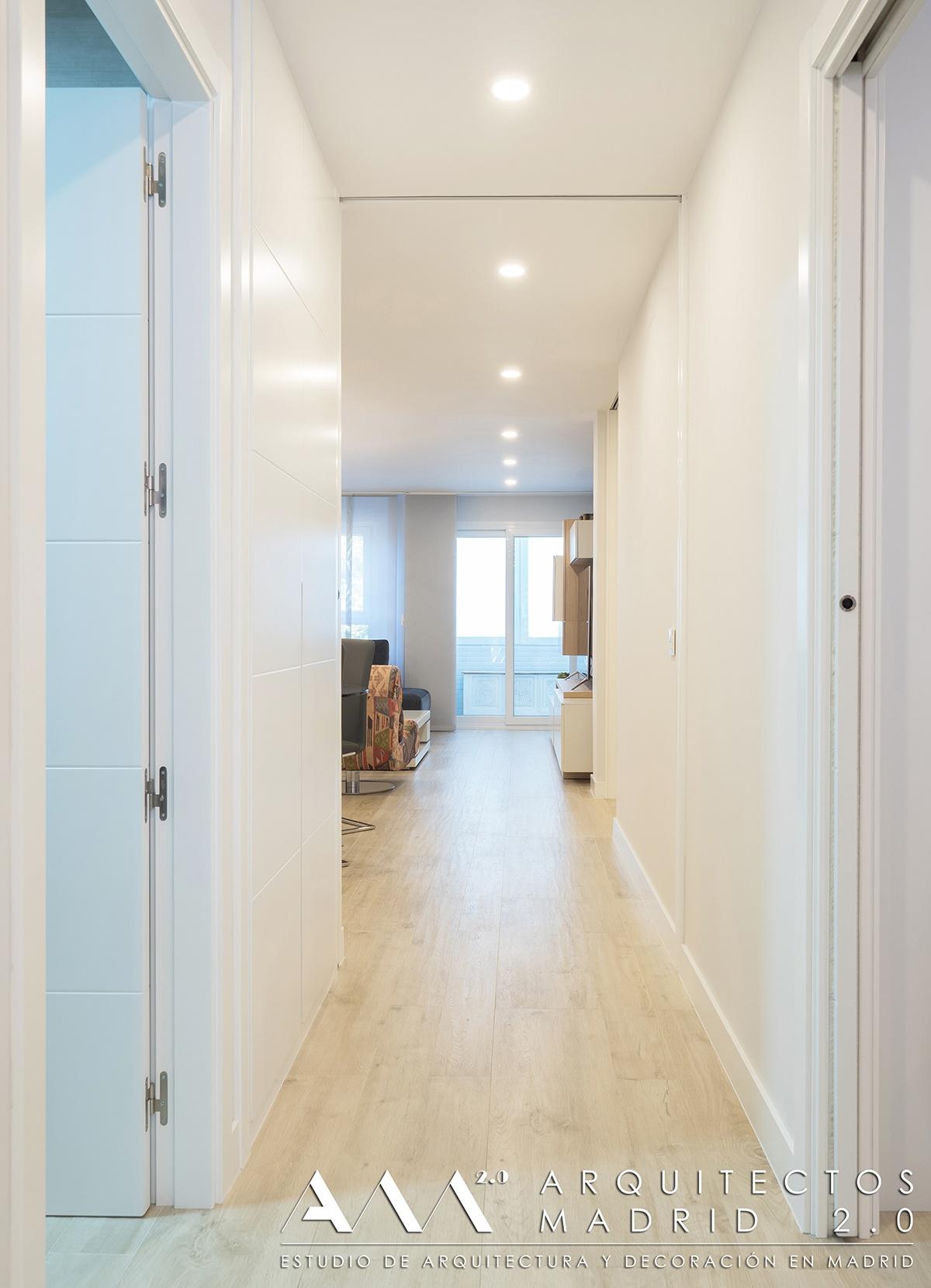 puertas-correderas-blancas-suelo-a-techo-madera-reformas-viviendas-ideas-decoracion-01