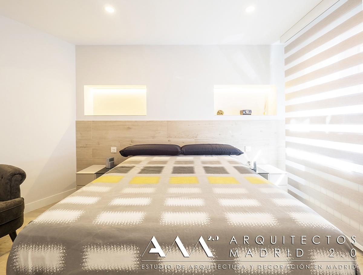 suelo-imitacion-madera-porcelanico-gres-reforma-vivienda-dormitorio-cabecero-03